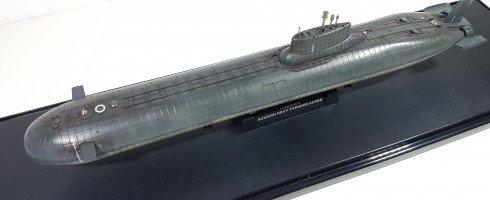 1/700 classe Typhoon SSBN (kit HobbyBoss)